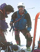 Manel de la Matta, preparándose para el ascenso.- Foto: Exped. K2 Magic Line.