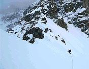 Llegando al Collado Negrotto, primer punto clave del ascenso y hasta donde los catalanes fijaron cuerda. - Foto: Exp. K2 Magic Line