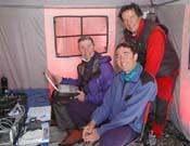 De izquierda a derecha, Giró, De la Matta y Cadiach, en el campo base. - Foto: Darío Rodríguez.