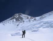 Ascendiendo al campo 3 del Khan Tengri.- Foto: Xabier Ormazabal.