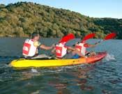 Uno de los equipos participantes en una sección de canoa. - Foto: aventur.es