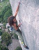 Raquel Rodríguez en Dolce Vita, 8a+ para unos, 8b para otros, en Céüsse, Francia. - Foto: Col. Raquel Rodríguez