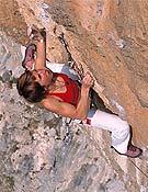 Martina Cufar escalando Lucky Luke, 8b de Misja Pec, Eslovenia. - Foto: martinacufar.com