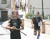 Dos componentes del equipo Buff en un tramo de la carrera a pie. - Foto: limiterural.net