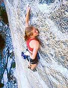 Beth Rodden en libre sobre el segundo largo de Lurking fear, 5.13d/5.14a (8b+) de El Capitán, Yosemite. - Foto: climb.mountainzone.com