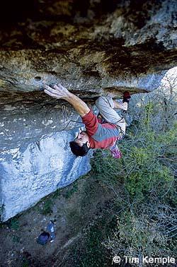 Fred Rouhling en L'autre Côté du Ciel, 9a de Eaux Claires. - Foto: T. Kemple/ climbing.com