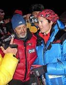 Edurne Pasabán junto a Sebastián Álvaro a su llegada al Campamento base del K2. - Foto: mounteverest.net
