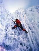 Superando una cascada de hielo durante la apertura de El Señor de las torres. - Foto: A. Monasterio