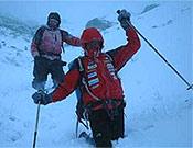 Regreso desde el campo base a Nyalam, con nieve profunda, a veces hasta la cintura. - Foto: simonemoro.com