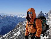 Mikel Zabalza posando. A su espalda, el Montblanc. ~ Foto: Zabalza/Legarra