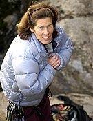 Lynn Hill a punto de ponerse a escalar en La Pedriza, horas antes de su proyección. ~ desnivelpress.com