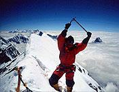 Jean Christophe Lafaille en la cima del Annapurna, tras ascender su Arista este junto a Alberto Iñurrategi. Foto: jclafaille.com