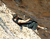 Dani escalando en Santa Linya, Lérida. Su última propuesta en la vecina Terradets llega al 9a+... <br>Foto. Col. Dani Andrada