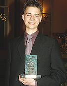 Ceremonia de entrega de los premios de la Sociedad Geográfica Española 2004. Jasiek Mela recibe el Premio Viaje del Año.- Foto: Sergio Prieto