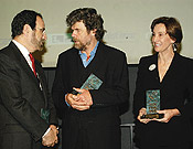 Reinhold Messner y Helena Revoredo (vicepresidenta de Prosegur) en la entrega de premios de S.G.E. Abril 2005. Foto: Sergio Prieto