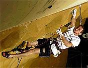 Flavio Crespi se llevó la primera internacional del año en categoría masculina. En la imagen, logrando otro victoria en Copa del Mundo el pasado año en Brno (Rep. Checa). Foto: czechclimbing.com