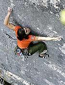 Josune Bereziartu en la secuencia clave de Bimbaluna, 9a/9a+ de Saint Loup, Suiza. - Foto: Laurent de Senarclens