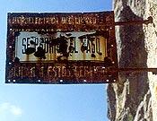 Más carteles prohibitivos en El Chorro, esta vez, impidiendo el acceso a las vías férreas, y con ellos, a la mayoría de sectores. <br>Foto: desnivelpress.com
