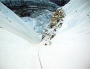 Canal de hielo en la este del Tawoche.<br>Foto: Col. Ueli Steck
