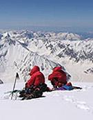 Dos de los alpinistas de la expedición, en un descanso.- Foto: troillet.ch
