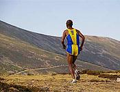 El corredor etíope Fikadu Bekele, vencedor real de la prueba. Foto: fedme.es
