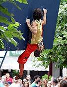 Patxi Usobiaga capturado por la cámara de Jon Balsera, mientras resolvía uno de los bloques del Campeonato de España de Avilés. - Foto: jon Balsera
