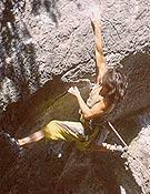 Leire Aguirre, una de las participantes en el Rockmaster de Dima, encadena Ongi etorri 8b en la Cueva de Baltzola. Foto: Aitor Bárez