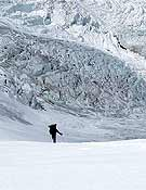 Llegando al Campo 1, en la cara norte del Shisha Pangma. - Foto: Carlos Soria