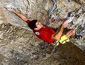 Dani Andrada vuelve a lanzar una propuesta de 9a, El intento, en el sector La Ermita de Cuenca. En la imagen escalando en Les Bruixes, Terradets. - Foto: Pete O