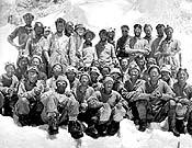 Expedición británica al Everest de 1953, que logró la primera ascensión gracias a Edmund Hillary y Tenzing Norgay. - Foto: desnivelpress.com