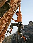 Dani Andrada escalando en Balcò de Segre, Alòs de Balaguer (Lleida). - Foto: Óscar Oliver