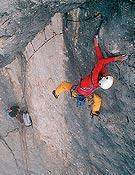 Pietro Dal Pràen la Via della Cattedrale (850 m, 8a+), libre en la Marmolada, Dolomitas. - Foto: B. Kammerlander