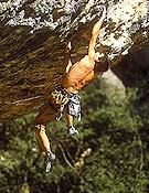 Dani Andrada escalando en la zona de Calders (Lleida). - Foto: Pete O