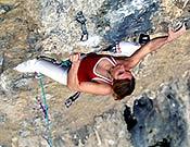 Martina Cufar en Vizija, su primer 8c, en Misja Pec, Eslovenia. - Foto: Marko Prezelj