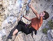 Adam Ondra, con 11 añitos, vuelve a reventar los parámetros de la precocidad friqui, logrando su primer 8c+. Foto: singingrock.cz