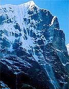 Cara noreste del Tengkang Poche, con la línea de hielo que intentarán Vidal, Mateo y González. <br>guillermomateo.com