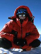 Jean Christophe Lafaille en la cima de su último ochomil, el Shisha Pangma, el 11 de diciembre de 2004. <br>Foto: jclafaille.com