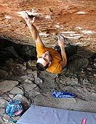 Christian Core en Beautiful mind, propuesta de 8b+ de bloque en Albarracín. - Foto: S. Marchisio