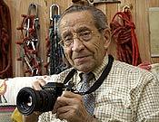 Miguel Vidal, cámara en mano, en una imagen reciente.  Foto: desnivelpress.com