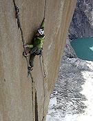 Nicolas Favresse en el aéreo largo 21, cerca ya del Gran techo. <br> Patagonia Dreams team