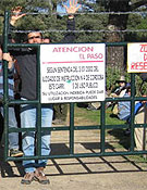 Algunos de los senderistas encerrados en La Armenta.<br>Foto: A Desalambrar