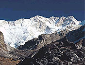 Vista de la vertiente suroeste del Kangchenjunga, con el Yalung Kang en el centro de la imagen. - Foto: Unió Excursionista de Sabadell
