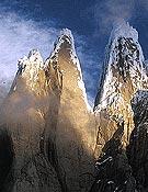 El grupo del Torre desde el oeste. Desde la izquierda, Punta Herron, Torre Egger y Cerro Torre. Foto: R. Garibotti