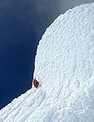 Saliendo a la cumbre del Torre a través de los hongos de nieve y hielo, ya en la ruta de los Ragni di Lecco. Foto: Rolando Garibotti