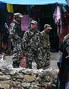 Un grupo de militares en Namche Bazar. - Foto: Expedición Andalucía Everest