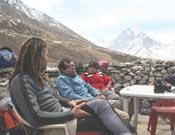 La expedición mallorquina descansando en Tughla.- Foto: mallorcaadaltdetot.com