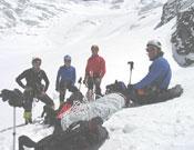 Carlos Pauner y su grupo en la actual ascensión al Dhaula.- Foto: Raquel Pérez