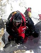 Gerlinde Kaltenbrunner saliendo a la cima del Kangchenjunga el pasado 14 de mayo. - Foto: R. Dujmovits / www.amical.de