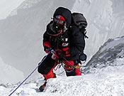José Diego Estébanez llegando a la cumbre del Everest, por su vertiente norte. Foto: Col. José D. Estébanez