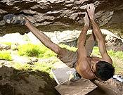 Dani Andrada en Fragmento, proyecto de travesía que el madrileño abría recientemente en la cueva de Baltzola. - Foto: Jon Balsera